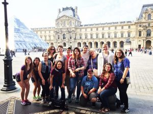 group photo at the Louvre