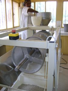 Using agglomerator for marking high quality couscous from millet at Incubation Center for entrepreneurs in Niger