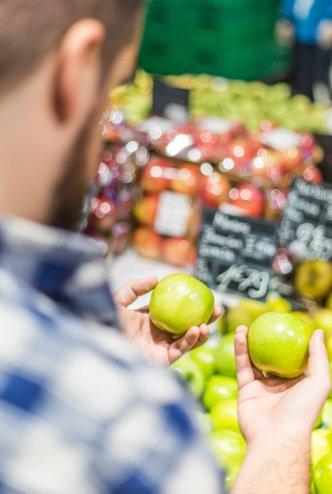 Man shopping for apples