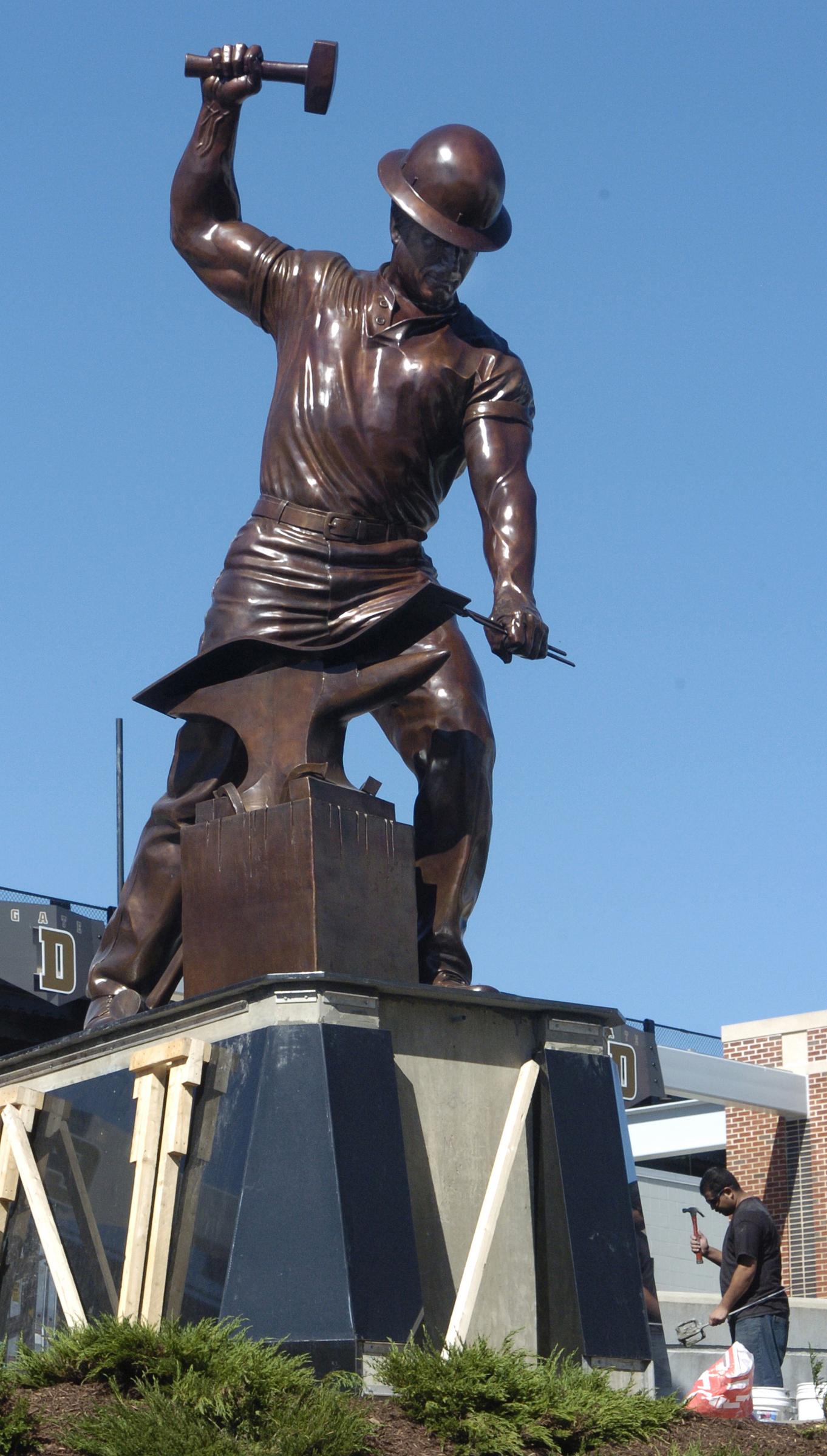 Purdue dedicates 'The Boilermaker' statue