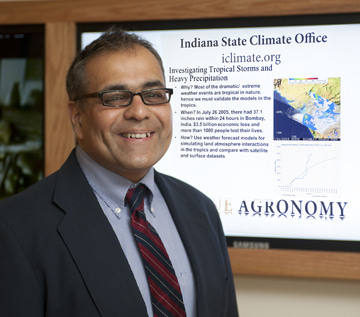What does a climatologist do?