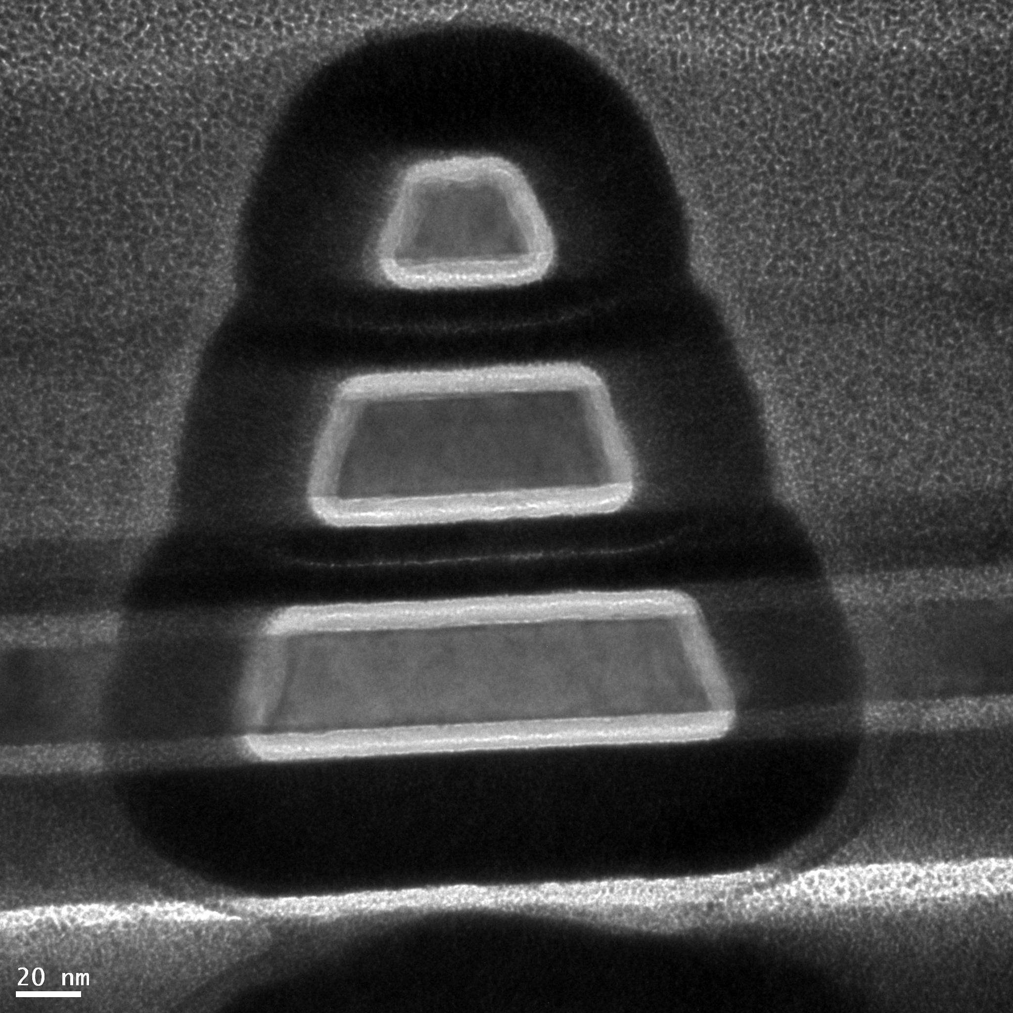 Сследователи создали транзистор из трех крошечных нанопроводов сделанных не из кремния