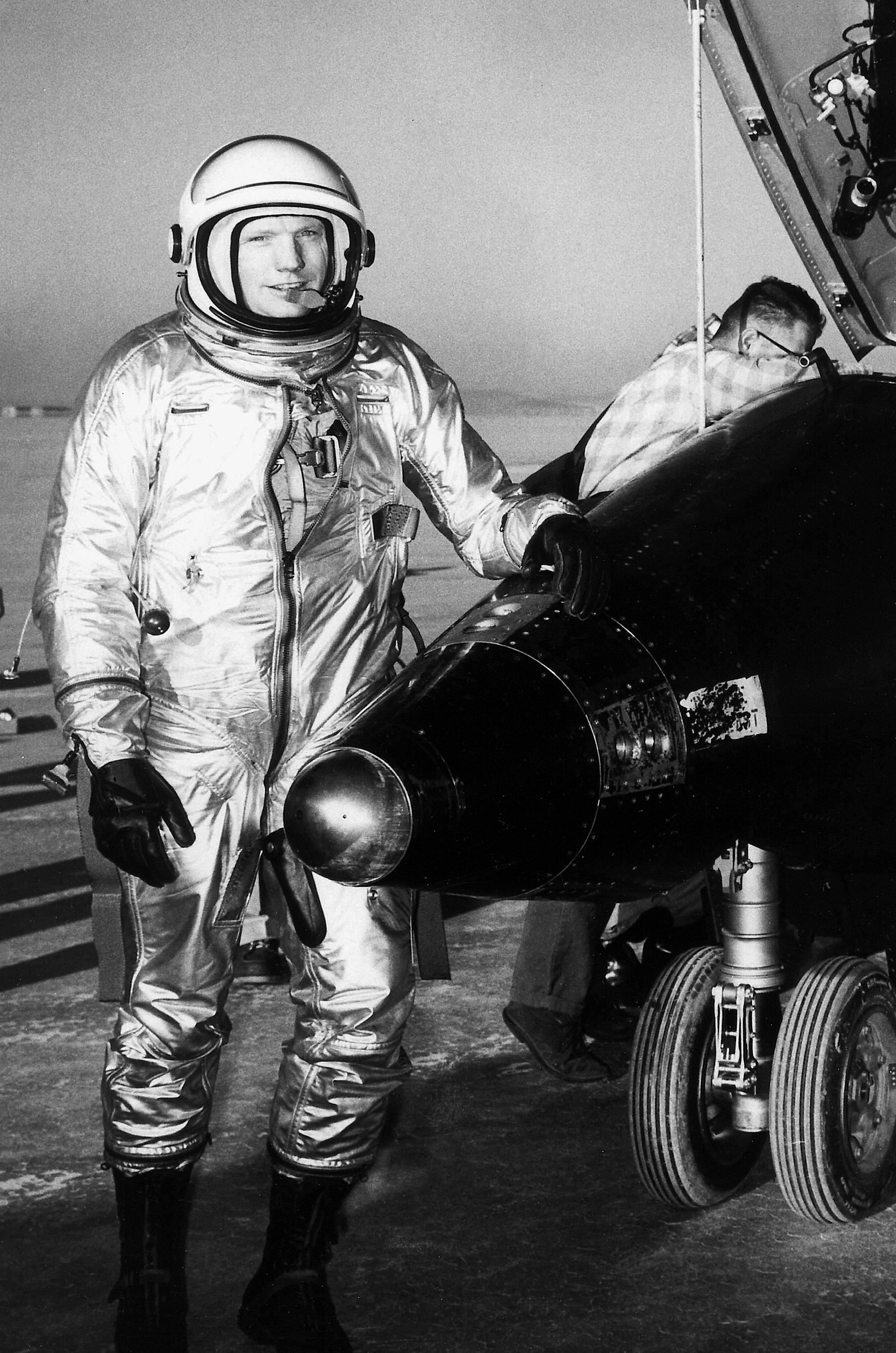 neil armstrong navy pilot - photo #16