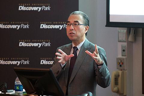 Kazuhiro Suzuki speaking at lecture