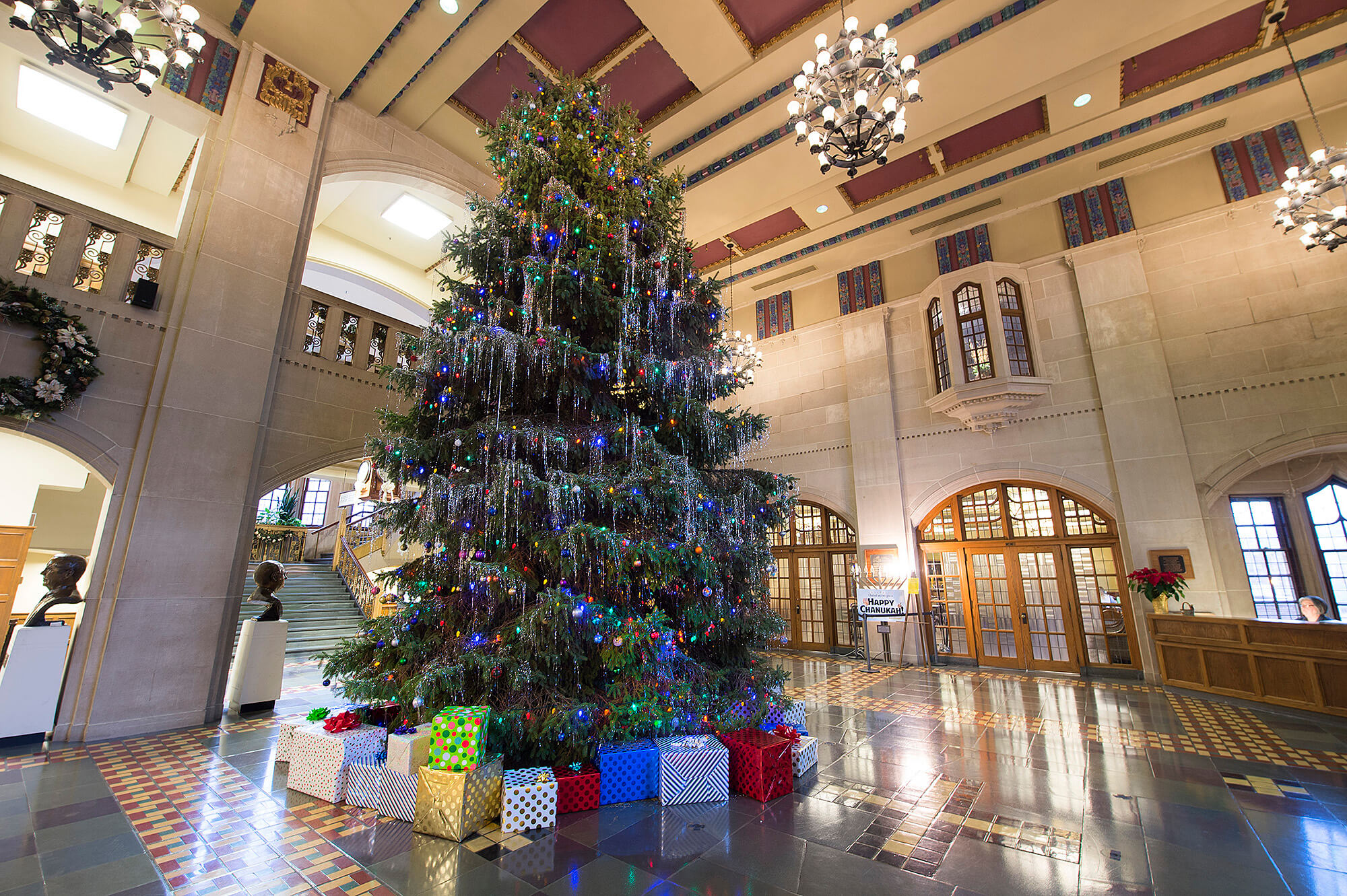 Tall Christmas Tree Decorating Ideas.Arrival Of 25 Foot Tall Tree To Mark Beginning Of Holidays